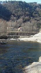Le Nassier -- La maison est rive gauche... Le Chassezac offre un site d'une exceptionnelle qualité.